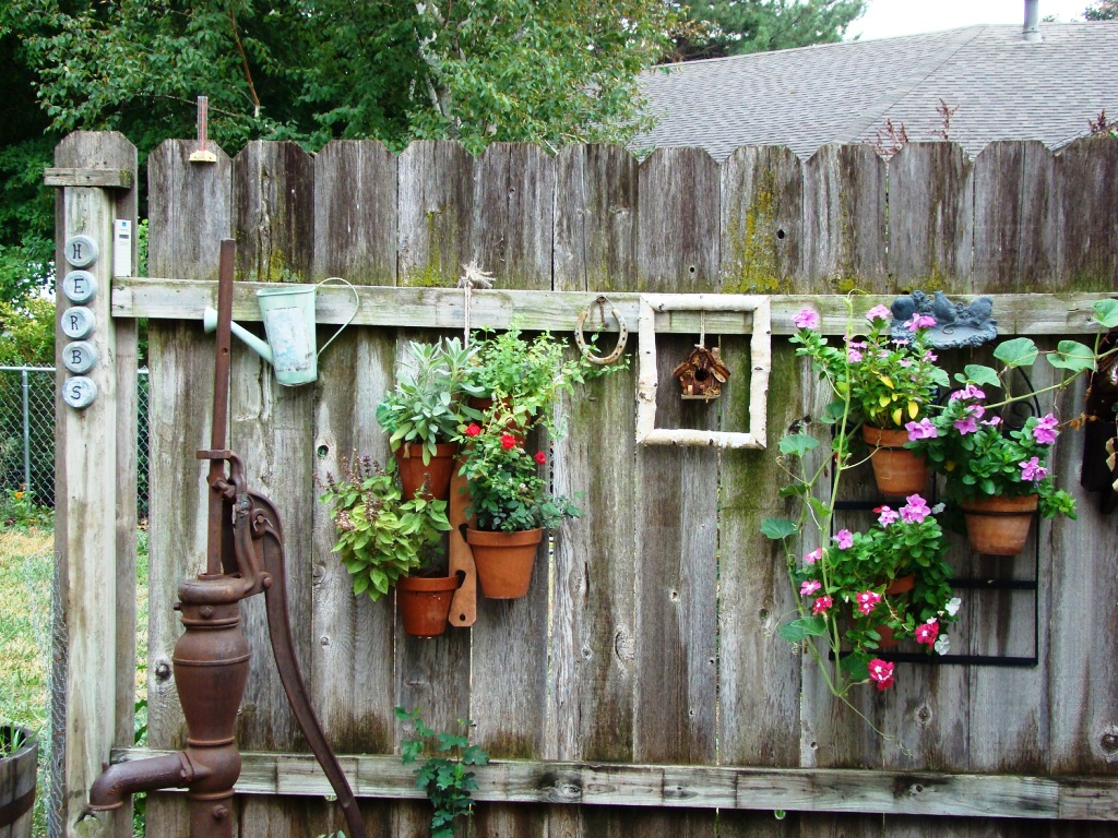 15 Easy Rustic Outdoor Decor Ideas For You - Instaloverz on Backyard Garden Decor id=19273