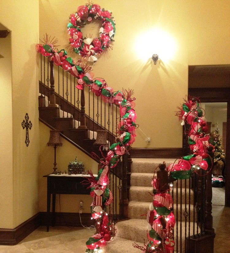 Stunning Christmas Staircase Decorating Ideas