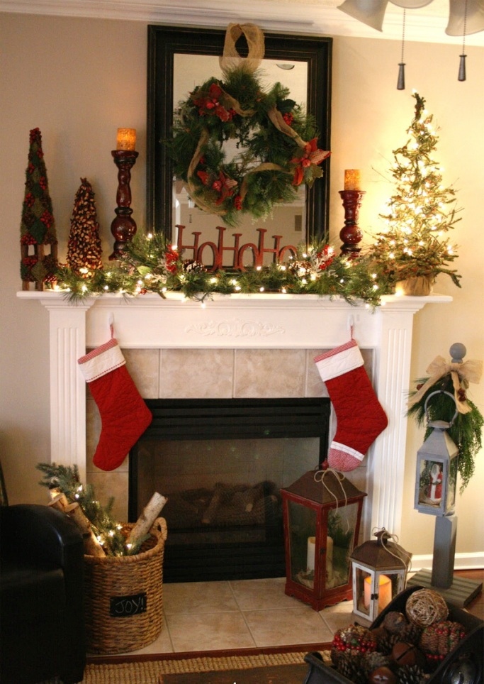 3-Fireplace-Mantel-Decoration-Ideas-for-Christmas