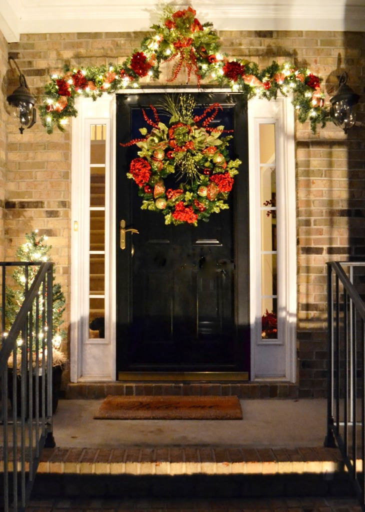 20 christmas front door decoration ideas instaloverz for Front door ideas photos