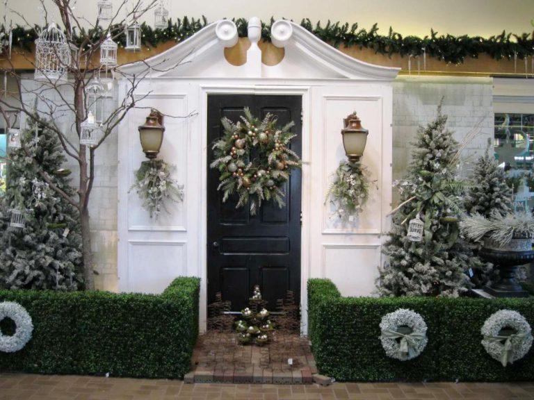 20 Christmas Front Door Decoration Ideas