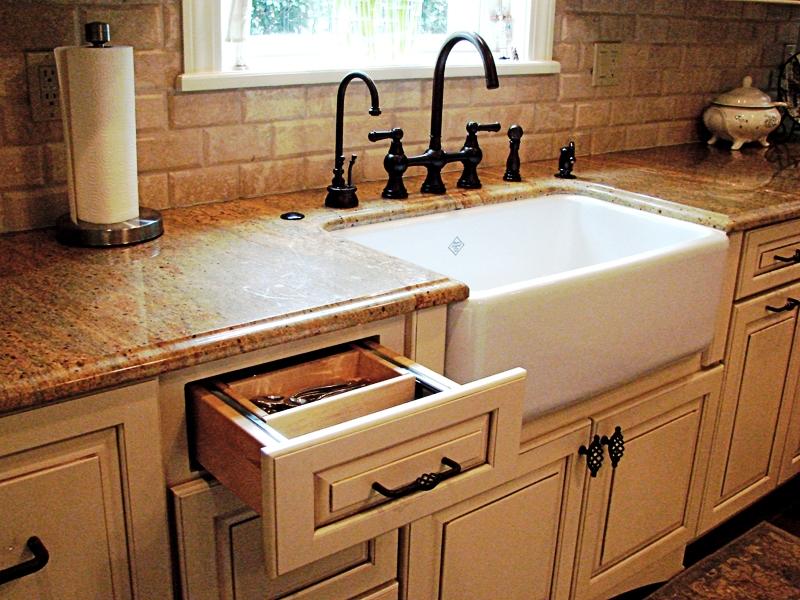 6. Farmhouse Kitchen Sink