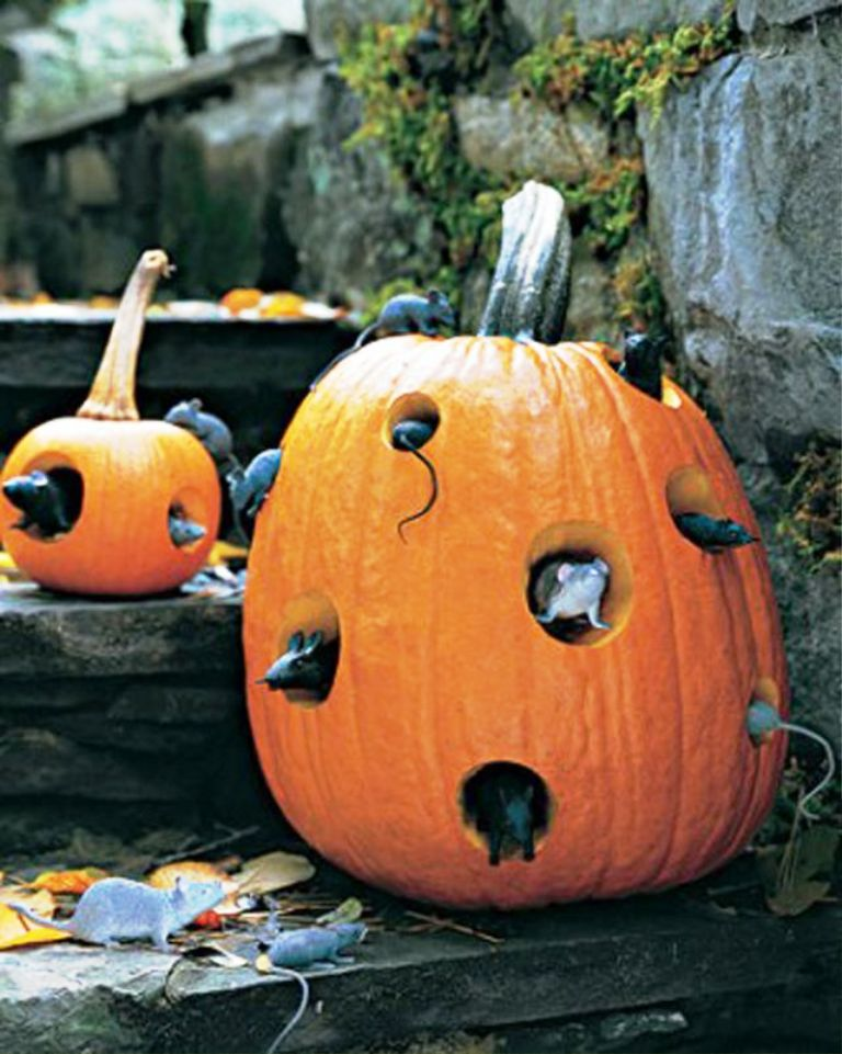 14. Halloween Outdoor Decoration
