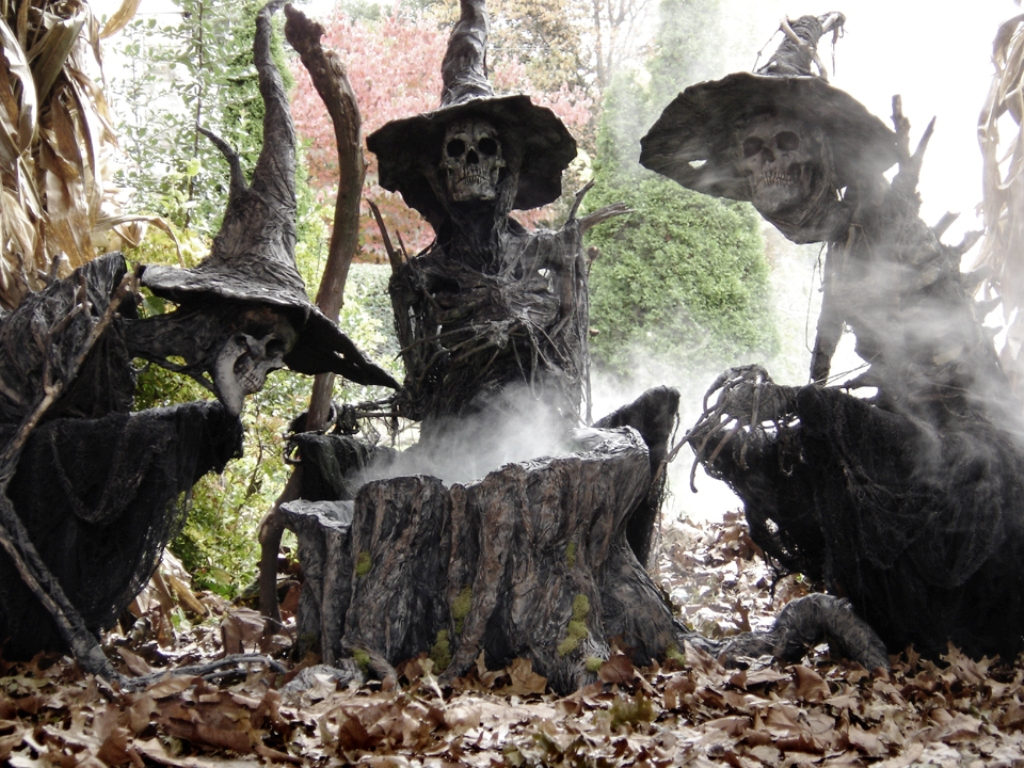 2. Halloween Outdoor Decoration Ideas