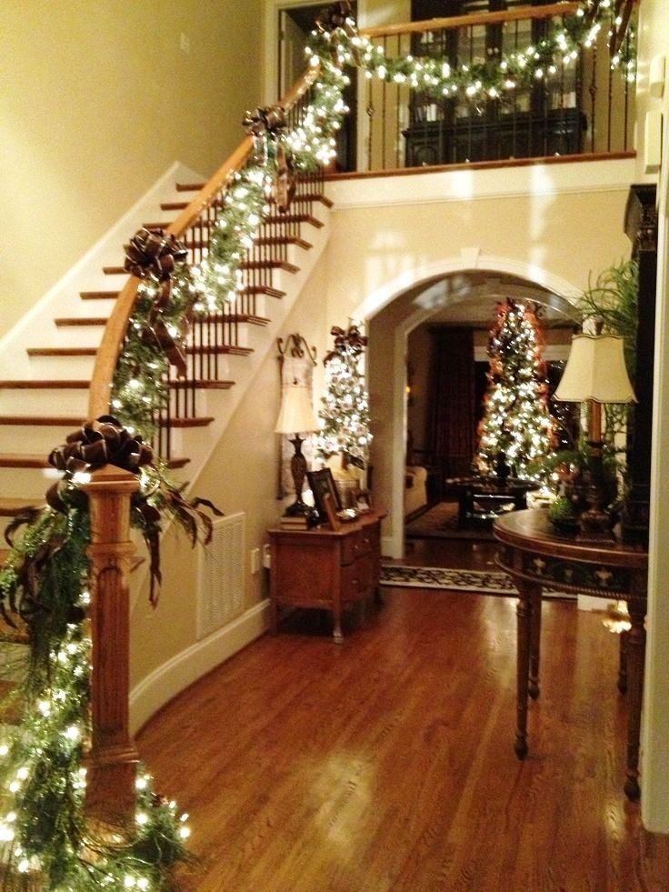 24-Christmas Lights Stairs