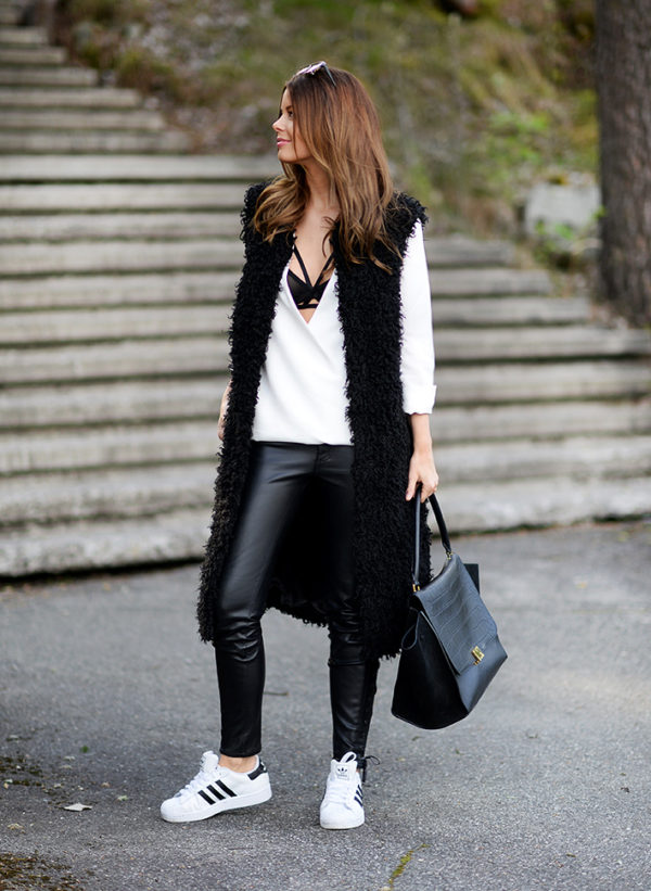 Black pants with white sneakers for women