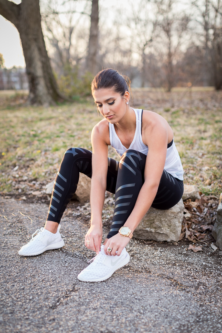Workout outfit with white sneakers