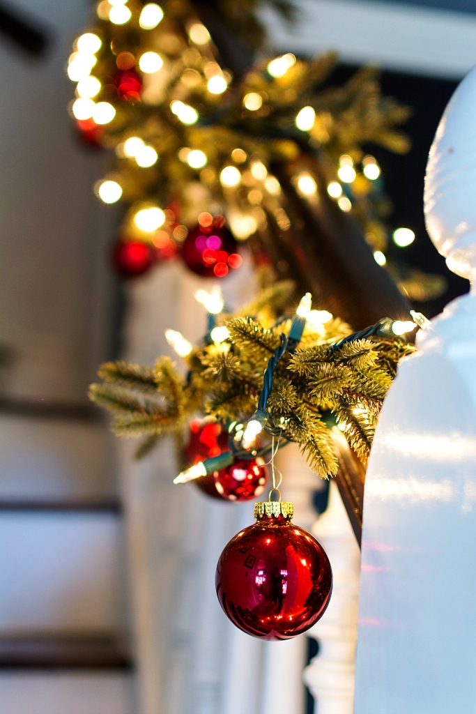 Staircase Christmas Decoration With Small Ornaments Garland