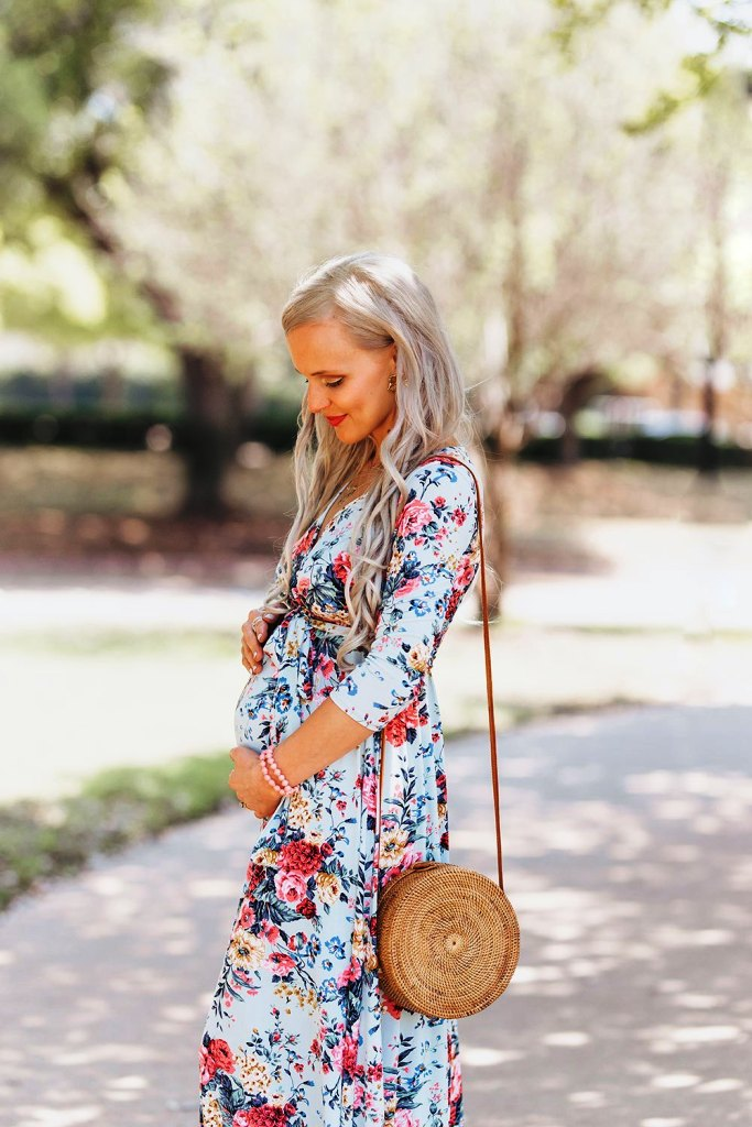 Gingham Style-12 Summer Baby Shower Outfit Ideas To Try Out