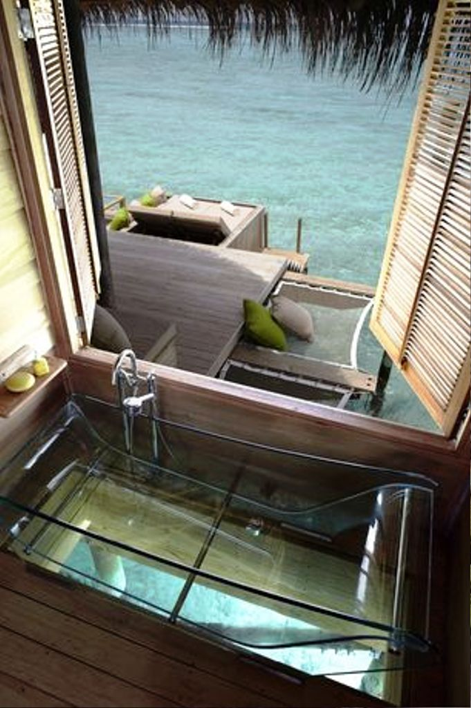 27. Amazing Tropical Bathroom Ideas