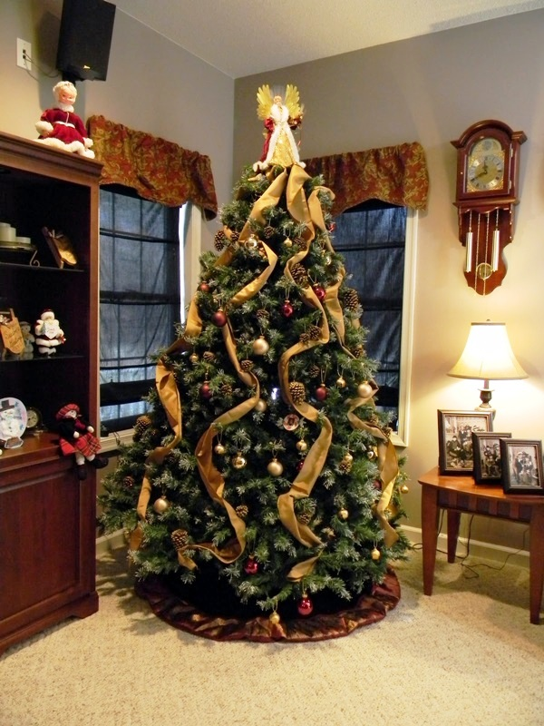 11-festive-christmas-tree-decorating-ideas