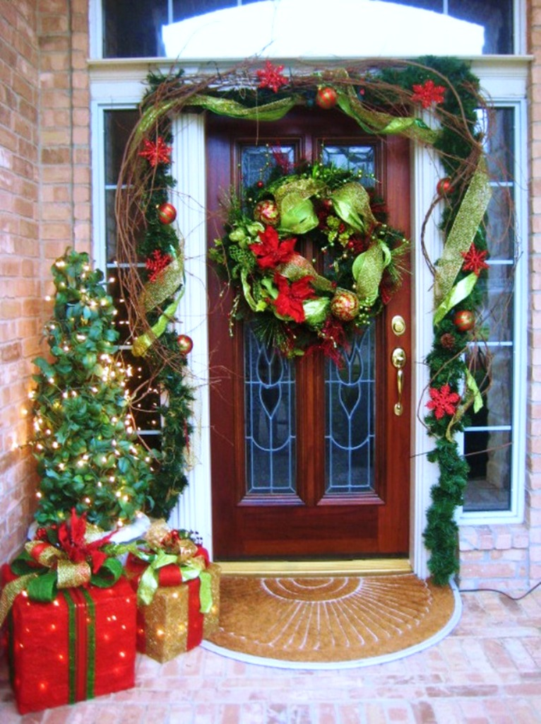 12-christmas-front-porch-decorating-ideas