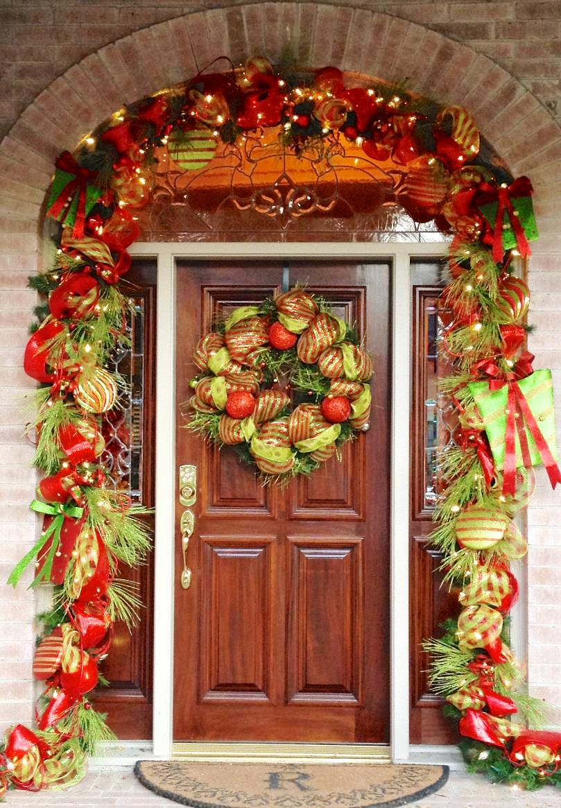 11-christmas-front-door-decoration-ideas