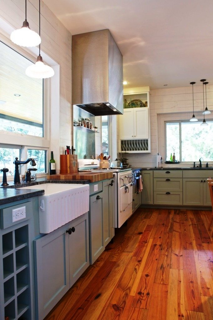 13. Small Farmhouse Kitchen