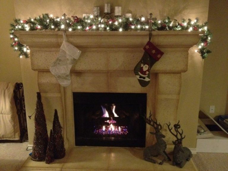 25 Stunning Christmas Fireplace Ideas To Try