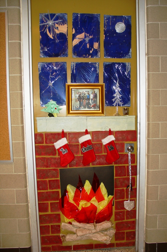 23-Christmas Door Decoration Ideas